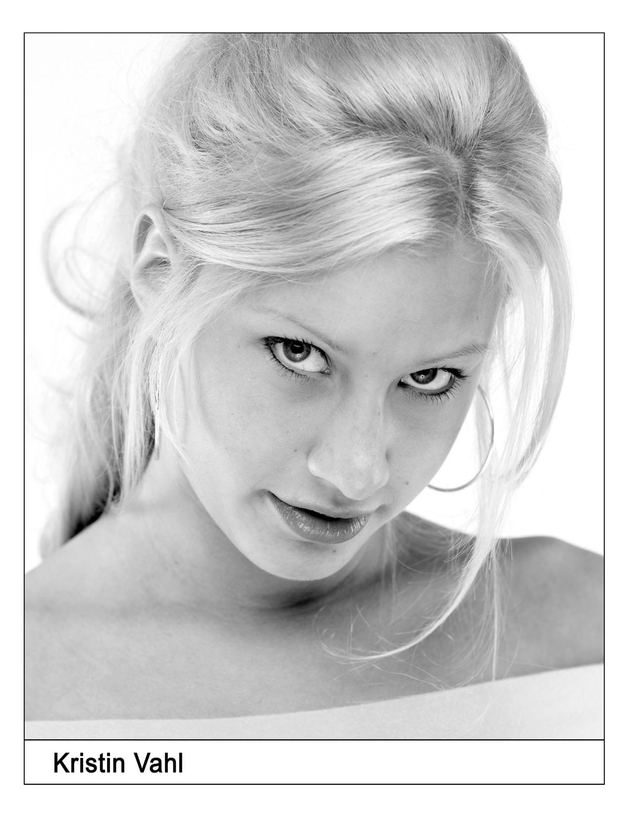 Kristin Vahl Nude Photos 13